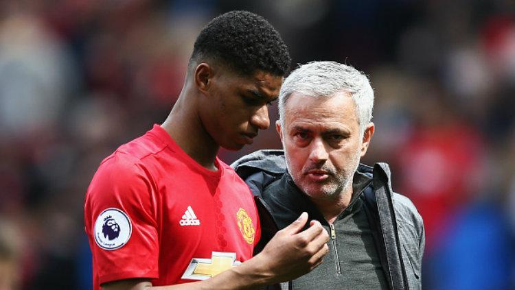 Pelatih Manchester United, Jose Mourinho beserta anak asuhnya, Marcus Rashford. Copyright: Jan Kruger/Getty Images