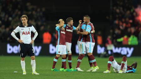 Christian Eriksen tak menyangka timnya hancur lebur di markas West Ham United. - INDOSPORT