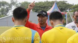 Hanafi pelatih Persegres gresik United.
