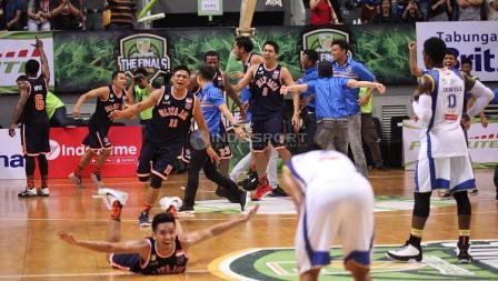 Ekspresi kemenangan Pelita Jaya.