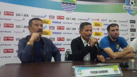 Pelatih Persib Bandung, Djajang Nurdjaman dalam konferensi pers pasca laga melawan Persipura Jayapura. - INDOSPORT