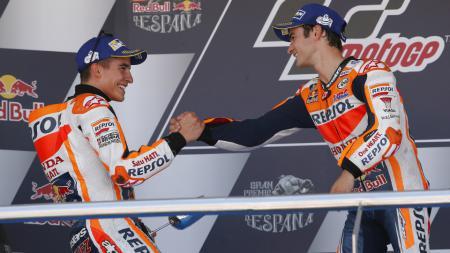 Marc Marquez dan Dani Pedrosa di podium GP Spanyol 2017. - INDOSPORT