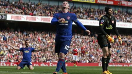 Wayne Rooney dalam laga kontra Arsenal. - INDOSPORT