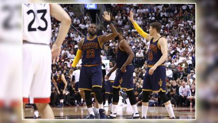 Dua bintang Cavaliers, LeBron James #23 dan Kyle Korver #26. - INDOSPORT