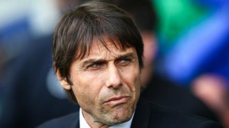 Antonio Conte belum melatih lagi usai meninggalkan Chelsea pada tahun 2018 lalu. Robbie Jay Barratt - AMA/Getty Images. - INDOSPORT