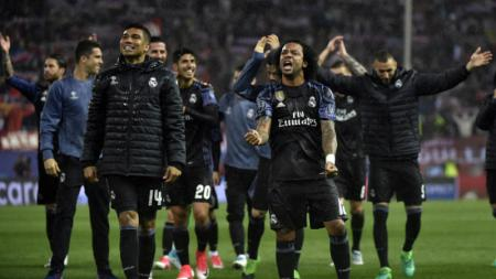 Skuat Real Madrid merayakan kelolosan mereka ke fase final Liga Champions. - INDOSPORT