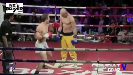 Kompetisi Mixed Martial Arts (MMA) kerap kali menghadirkan momen unik dan mendebarkan, seperti sebuah pertarungan di mana salah satunya seorang biksu shaolin. - INDOSPORT