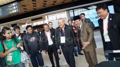 Indosport - Ketua Kontingen atau Chef De Mission (CDM) Indonesia yang juga Gubernur Provinsi Sumatera Selatan (Sumsel), H Alex Noerdin tiba di Baku, Azerbaijan pada Jumat.
