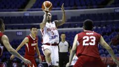 Indosport - Mario Wuysang menjadi motor Timnas Basket Indonesia saat menghadapi Siangpura di SEABA Championship 2017.