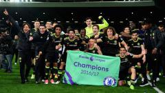 Indosport - Selebrasi pemain Chelsea saat memastikan diri menjadi juara Liga Primer Inggris 2016/17.