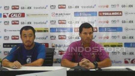 Yu Hyun Koo saat konfrensi pers bersama Sriwijaya FC. - INDOSPORT