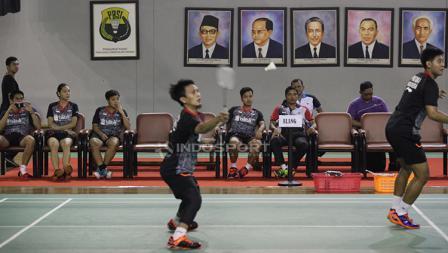 Tim Elang menyaksikan laga ganda putra antara M. Ahsan/Angga Pratama melawan Marcus Fernaldi Gideon/Kevin Sanjaya Sukamuljo.
