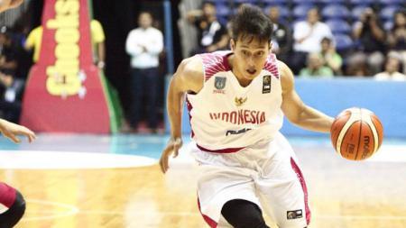 Pemain basket yang kini membela Prawira Bandung, Diftha Pratama, merasakan manfaat liburnya IBL karena virus Corona. - INDOSPORT