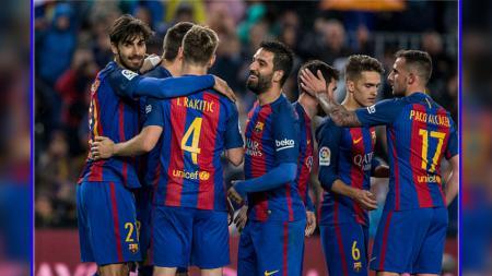 Andre Gomes (paling kiri) kerap masuk dalam daftar jual Barcelona sejak musim 2016/17 lalu. - INDOSPORT