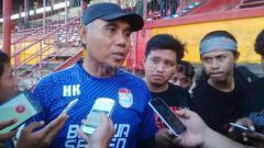 Indosport - Pelatih kiper PSM Makassar, Herman Kadiaman.