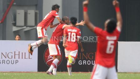 Para pemain Persija Jakarta saat melakukan selebrasi gol.