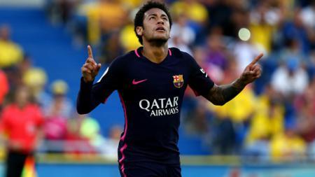 Neymar menjadi bintang Barcelona dengan mencetak hattrick ke gawang Las Palmas. - INDOSPORT