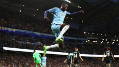 Indosport - Yaya Toure berselebrasi ketika membobol gawang West Bromwich Albion.