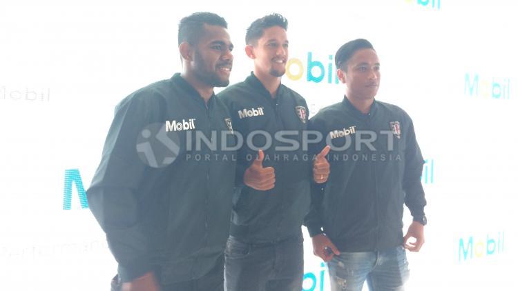 Yabes Roni, I Gede Sukadana, dan Irfan Bachdim Copyright: Lanjar Wiratri/INDOSPORT