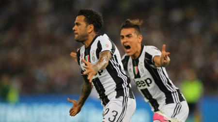 Dani Alves berhasil mencetak gol pembuka dalam laga final Coppa Italia kontra Lazio. - INDOSPORT