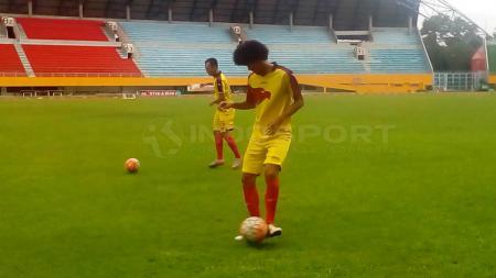Ahmad Maulana siap menjalani debut bersama Sriwijaya FC saat menghadapi Madura United FC. - INDOSPORT