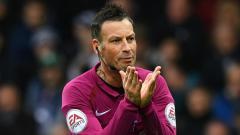 Indosport - Eks wasit Liga Inggris, Mark Clattenburg, lakukan transplantasi rambut.