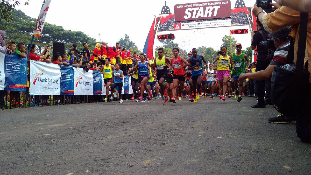 Para peserta pada ajang Borobudur Marathon 2016 lalu. Copyright: Twitter @borobudurmrtn