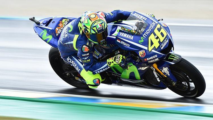 Valentino Rossi saat menjalani sesi latihan bebas di MotoGP Prancis. Copyright: JEAN-FRANCOIS MONIER via Getty Images