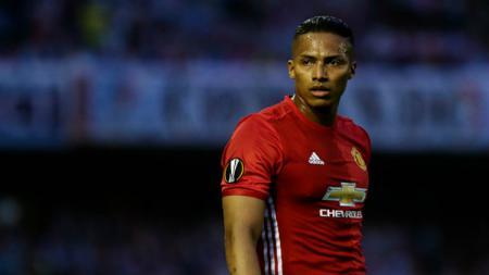 Bek kanan andalan Manchester United, Antonio Valencia. - INDOSPORT