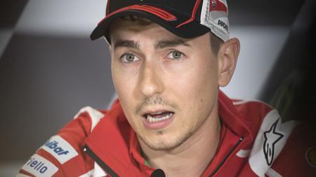 Pembalap Ducati, Jorge Lorenzo dalam konferensi pers. - INDOSPORT