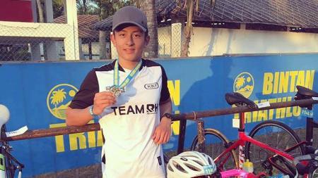 Rio Haryanto saat mengikuti Bintan Triathlon 2017. - INDOSPORT