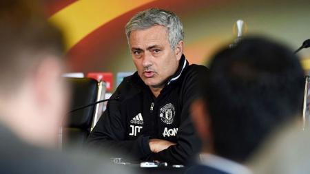 Jose Mourinho dalam jumpa pers pasca pertandingan final Liga Europa. - INDOSPORT
