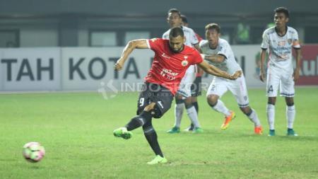 Aksi Luis Carlos Junior saat bersama Persija Jakarta. - INDOSPORT