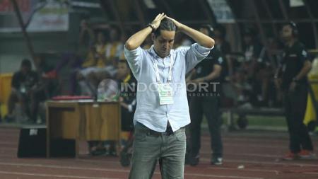 Ekspresi kekecewaan pelatih Persija Jakarta, Stefano Cugurra Teco. - INDOSPORT
