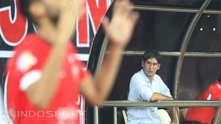 Stefano Cugurra Teco bela Luiz Carlos Junior setelah gagal penalti. - INDOSPORT
