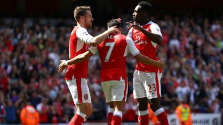 Para penggawa Arsenal merayakan gol Alexis Sanchez. - INDOSPORT