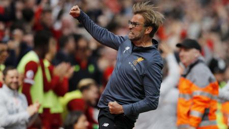 Jurgen Klopp merayakan keberhasilan Liverpool duduk di peringkat 4, setelah wasit meniup peluit panjang babak kedua. - INDOSPORT
