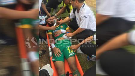 Teja Paku Alam sempat beberapa kali pingsan saat membela Sriwijaya FC melawan PSM Makassar. - INDOSPORT
