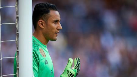 Keylor Navas akan bertarung dengan Thibaut Courtois untuk starter tim Real Madrid setelah kepergian Andriy Lunin. - INDOSPORT