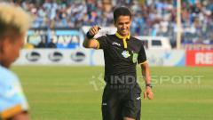 Indosport - Wasit asal Indonesia, Thoriq Alkatiri mempin laga internasional