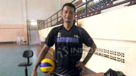 Pelatih voli Timnas putra Indonesia, Samsul Jais. - INDOSPORT