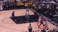 Stephen Curry saat mendapat kawalan ketat dari pemain San Antonio Spurs.
