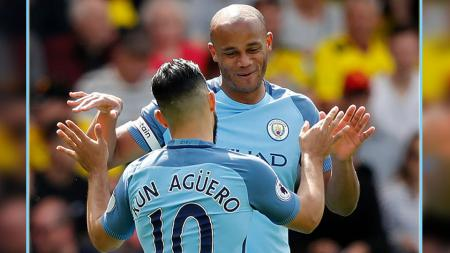Dua pemain bintang Man City, Sergio Aguero dan Vincent Kompany. - INDOSPORT