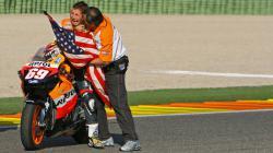 Nicky Hayden saat meraih gelar juara dunia MotoGP 2006.