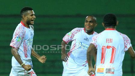 Selebrasi gol Marinus Maryanto usai menjebol gawang Persiba Balikpapan. - INDOSPORT