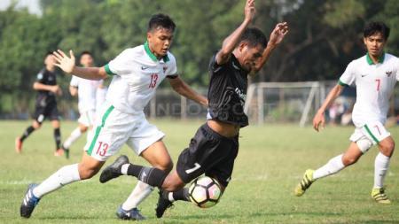Rachmat Irianto (nomor 13) menjadi kandidat kapten Timnas Indonesia U-19. - INDOSPORT