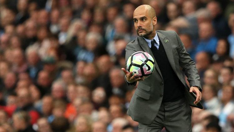 Pelatih Manchester City, Pep Guardiola. Copyright: Matthew Ashton - AMA/WBA FC via Getty Images