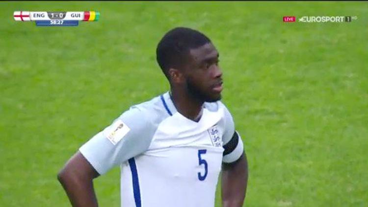 Fikayo Tomori pada laga Inggris vs Guinea. Copyright: Twitter@102greatgoals