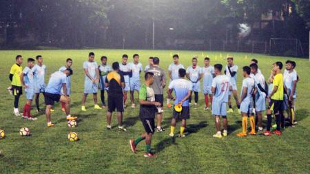 Skuat Bhayangkara FC lakukan latihan di malam hari. - INDOSPORT