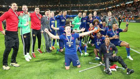 Selebrasi pemain Manchester United usai memenangkan pertandingan Liga Europa musim 2016/17. - INDOSPORT